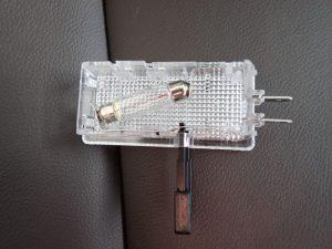 グローブボックス電球